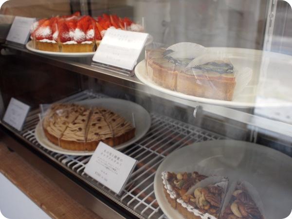 半田市タルトケーキ人々